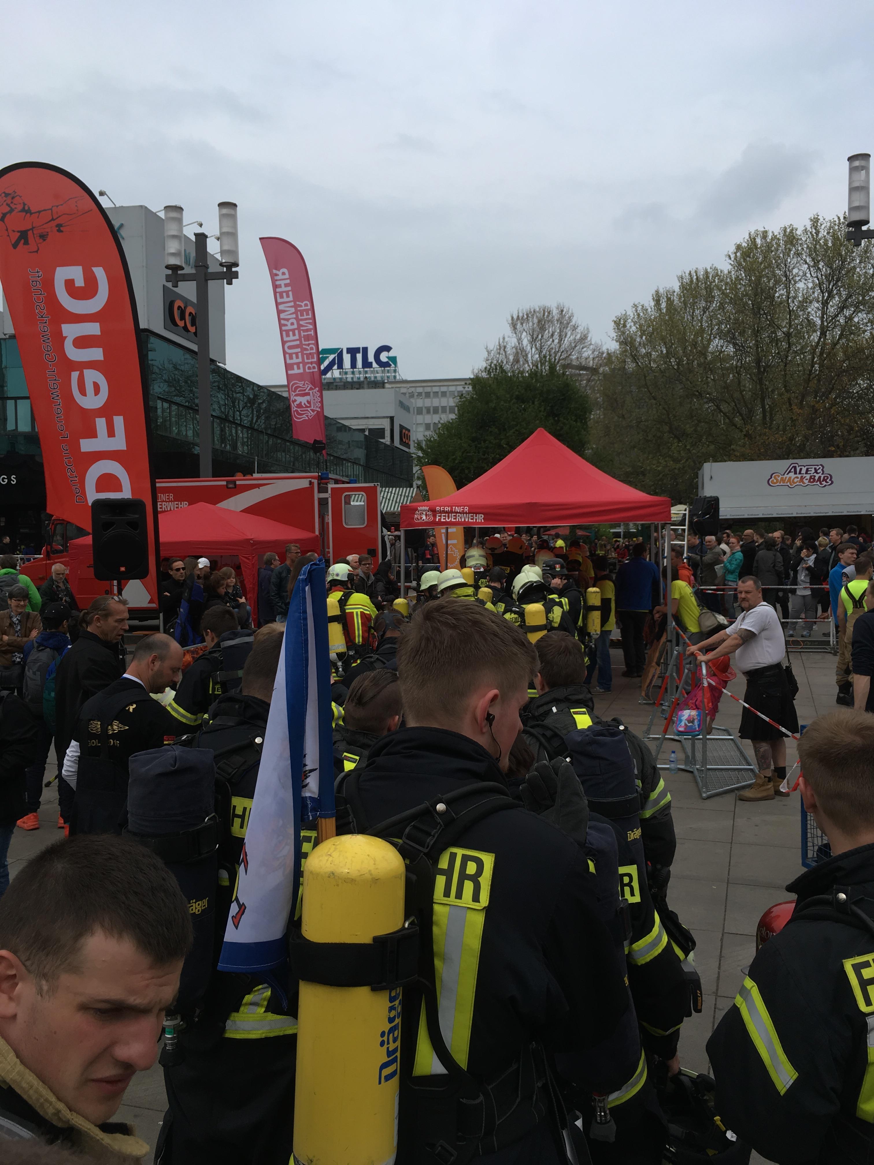 Firefighter-Stairrun-01_anstehen-im-Startblock