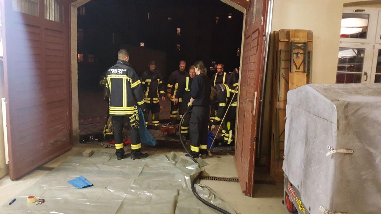 15_TH1_lose-Dachteile-drohen-herabzustürzen_02