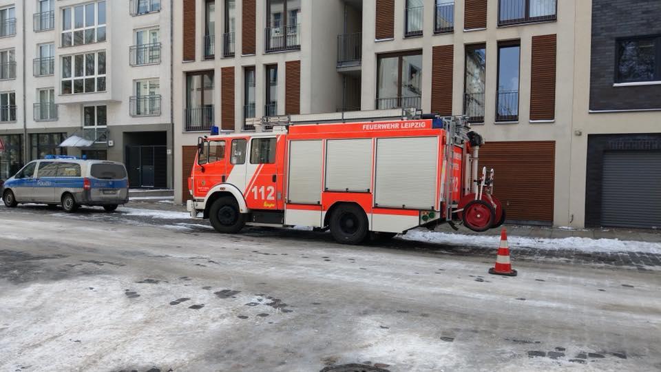 2018-47-48_TH1_Eiszapfen-auf-Pkw_02